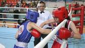 Trận đấu giữa Nguyễn Thị Thanh Thảo (Quận 2 - giáp xanh) gặp Trương Thị Quỳnh Anh (Quận 12). Ảnh:  Dũng Phương