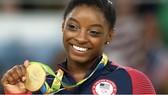 Vận động viên giành huy chương vàng Simone Biles (Mỹ) trên bục nhận huy chương tại Thế vận hội Olympic Rio 2016. Ảnhh: Getty