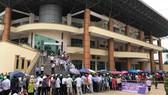 Đông đảo khán giả đến sân Việt Trì ngày 3-6. Ảnh: Nhật Đoàn