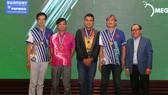 Chủ tịch LĐ bowling TPHCM Phạm Quang Chánh (bìa phải) và đoàn đại diện thành phố Happy Valley. Ảnh: Anh Trần