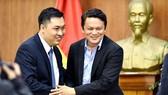 Ông Winston Lee và Phó chủ tịch VFF Cao Văn Chóng tại Đại hội. Ảnh: Đoàn Nhật