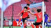 Niềm vui của Hàn Quốc sau bàn thắng ở hiệp phụ. Ảnh: AFC