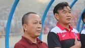 Ông Phạm Thanh Hùng, Chủ tịch CLB Than QN (bên trái). Ảnh: TQNFC