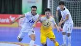 Cuộc so tài giữa ĐKVĐ Thái Sơn Nam và Á quân Sahako ở mùa bóng 2019. Ảnh: ANH TRẦN