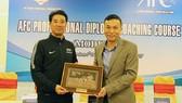 Ông Yusuke Adachi trong 1 lần sang Việt Nam cùng VFF đứng lớp đào tạo HLV AFC.