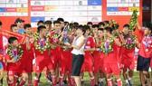 U19 PVF đăng quang trên sân nhà. Ảnh: Khả Hòa