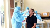 Ông Troussier đang được kiểm tra y tế