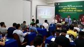 Ông Dương Vũ Thông, Phó Chủ tịch Hội nhà báo TPHCM phát biểu, chia sẻ tại buổi họp báo