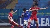Thi đấu trên sân nhà nhưng Than QN không được đánh giá cao so với Viettel. Ảnh: MINH HOÀNG