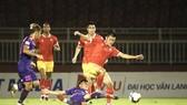 Cuộc so tài bất phân thắng bại giữa hai đội ở giai đoạn 1. Ảnh: PVF