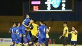 Niềm vui chiến thắng của các cầu thủ Đà Nẵng. Ảnh: Đông Huyền