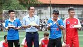 HLV Hồ Văn Tam cùng nhiều cựu cầu thủ TPHCM tham gia SV League 2020