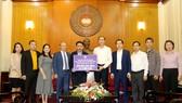 Lãnh đạo VFF, HLV Park Hang-seo tại UBTW MTTQ vào ngày 23-10