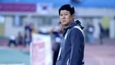 Thầy trò HLV Vũ Tiến Thành thua tâm phục khẩu phụ Hà Nội FC. Ảnh: MINH HOÀNG