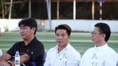 HLV Hoàng Anh Tuấn, Trần Minh Chiến cùng cựu tuyển thủ Nguyễn Quang Hải ở 1 sự kiện tại Nha Trang mới đây