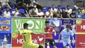 Hưng Gia Khang Đắk Lắk (áo đỏ) thể hiện sức mạnh trước VietFootball