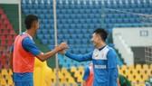 Cầu thủ Than QN trên sân tập sẵn sàng cho trận đấu ở vòng 10 gặp Viettel FC