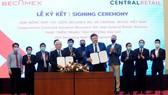 Lãnh đạo Tổng công ty Becamex IDC và Tập đoàn Central Retail Vietnam tại lễ ký kết