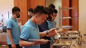 Bữa ăn của đội tuyển tại UAE. Ảnh: ĐOÀN NHẬT