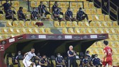 HLV Bert van Marwijk cùng đội tuyển UAE kịp giành vé đi tiếp ở vòng đấu cuối cùng. Ảnh: ANH KHOA