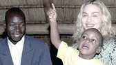 Madonna: Gian nan xin con nuôi