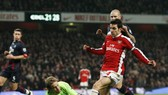 Arsenal go top, Liverpool eye Champions League