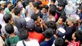 Cổ động viên Indonesia bao vây trung tâm báo chí