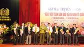 Chủ tịch hđqt và Tổng Giám đốc Vietcombank vinh dự nhận Kỷ niệm chương Bảo vệ an ninh tổ quốc