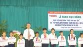 Vedan tặng hơn 100 suất học bổng cho học sinh vượt khó học tập
