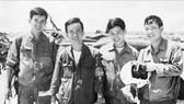 Ngày 17-4-1975, bộ Tổng tư lệnh chỉ thị đánh chiếm các sân bay