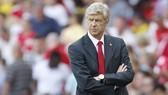 Paul Merson chỉ trích Wenger