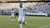 Argentina và Chilê vào bán kết Copa America 2016
