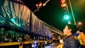 Cẩu thành công toa tàu đầu tiên lên ray tuyến đường sắt Cát Linh-Hà Đông