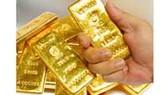 Chứng khoán đỏ sàn, giá vàng SJC tăng mạnh