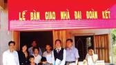 Nhà Việt Nam trao tặng 5 căn nhà tình thương