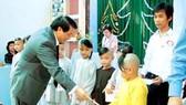 Mang Giáng sinh ấm áp đến với trẻ em thiệt thòi