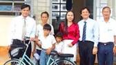 Hỗ trợ hai học sinh nghèo ở Tiền Giang