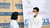Công ty VCD cùng Khách sạn Luxtery trao tặng 30.000 khẩu trang cho TP Đà Nẵng