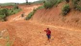 Kon Tum: Đường 482 tỷ xuyên rừng bị sạt lở nghiêm trọng