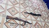 Hai khẩu súng mà Hiếu dùng gây án. Ảnh: Công an cung cấp