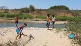 Tắm sông, 2 cháu bé mất tích