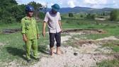 Nhà máy mì để cát lấp đất ruộng của dân