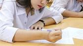 Lộ đề thi môn Ngữ văn lớp 9, hàng ngàn học sinh phải thi lại