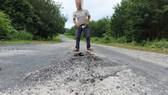"""Vụ """"Quốc lộ chưa hết bảo hành đã hư nhiều chỗ"""": Sửa chữa trước ngày 30-9"""