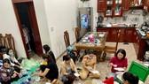 """Gia Lai: Công an nấu xôi để """"tiếp sức"""" người dân vùng dịch về quê"""