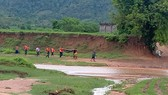 Vượt suối lúc mưa lũ tràn về, 1 phụ nữ tử vong
