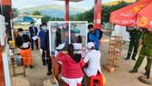 Chốt kiểm soát dịch Covid-19 ở xã Sao Mai, TP Kon Tum, giáp ranh Gia Lai