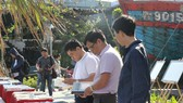 Người dân Đà Nẵng đến xem những tư liệu, hiện vật tại Nhà Trưng bày Hoàng Sa