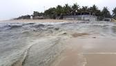 Nhiều năm qua nước thải đen ngòm qua các cửa xả chảy ra biển là vấn đề nhức nhối tại Đà Nẵng