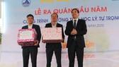 Ông Lê Trung Chinh, Phó Chủ tịch UBND TP Đà Nẵng đến dự lễ ra quân đầu năm tại công trình Trường tiểu học Lý Tự Trọng